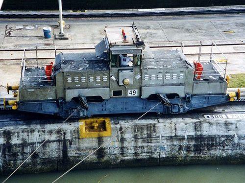 800px-Panama_Canal_mule