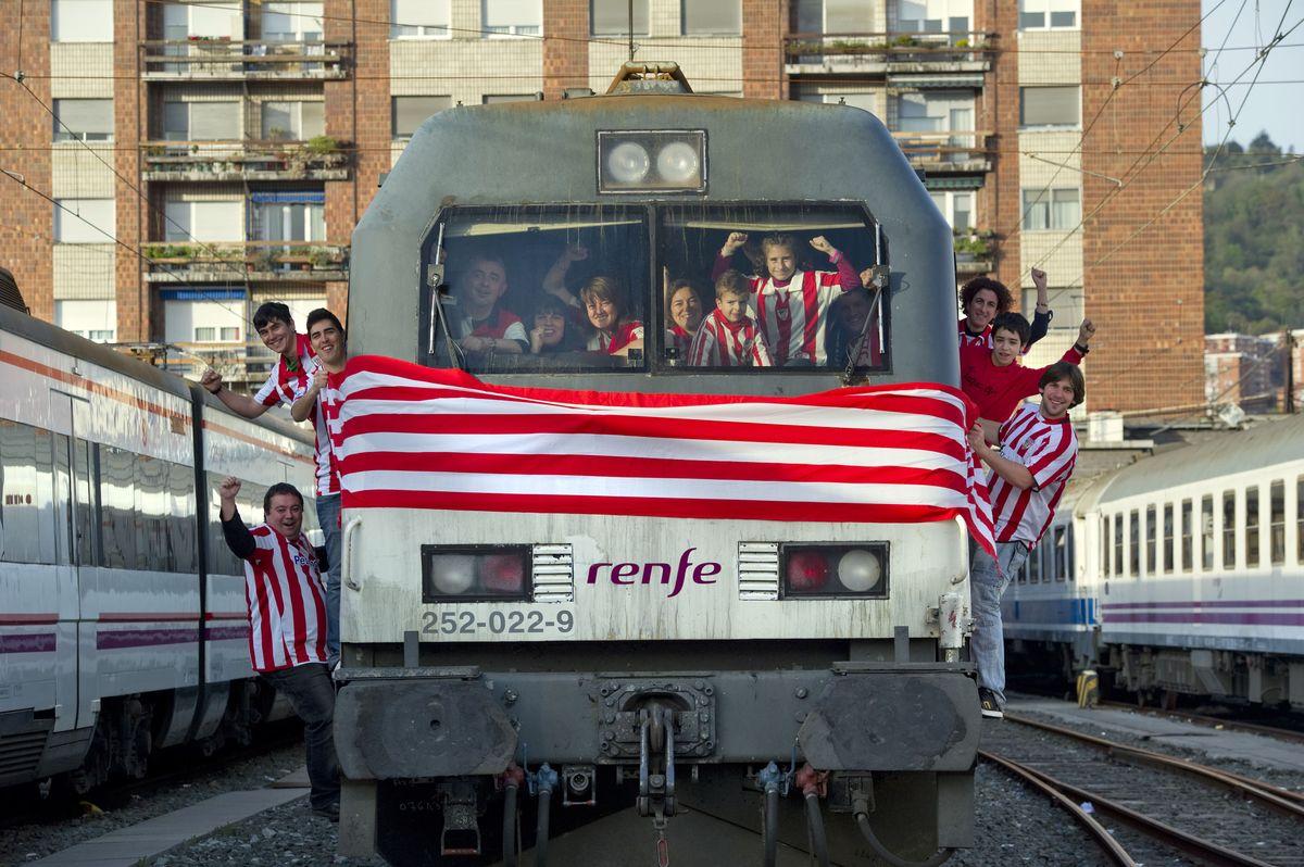 Renfe recupera horarios nocturnos para los trenes charter for Horario de trenes feve