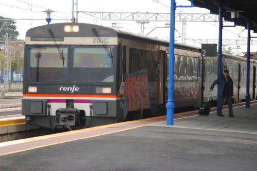 viajero-estacion-navarra-castejon-de-ebro