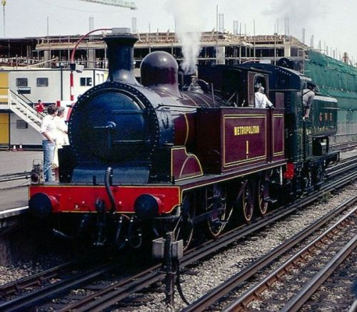 Metropolitan_Railway_0-4-4T_Amersham_Metro_Steam_Day