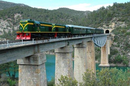 El-Tren-dels-Llacs-enplena-circulacion