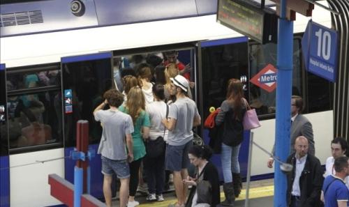 gente-en-andenes-paro-metro