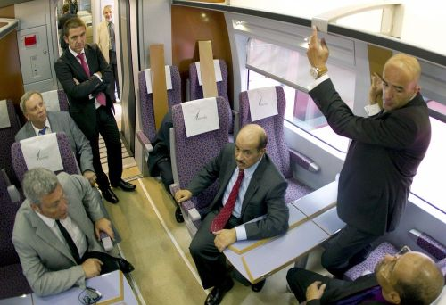 PRESIDENTE DEL SAUDÍ RAILWAY VISITA MAQUETA A TAMAÑO REAL DEL AVE A LA MECA
