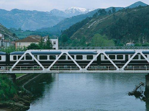 transcantabrico_claico_atraviesa_puente_ferroviario