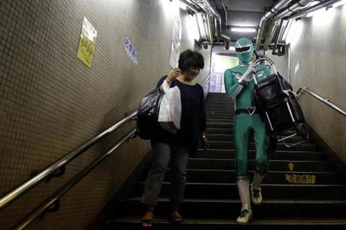 power-Ranger-verde-metro-Tokio