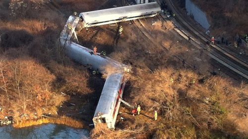 train-derails-in-new-york-many-injured