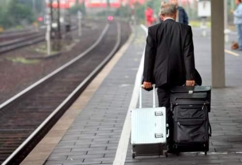 pasajeros-ferrocarril-maletas