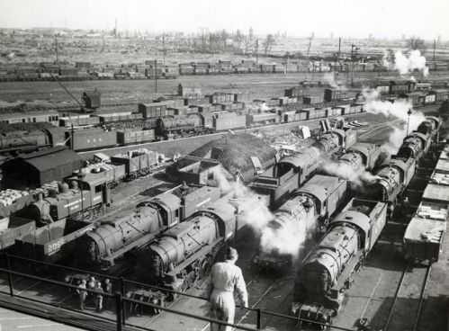 01.trenes-esperan-embarcar-Gran-Bretaña