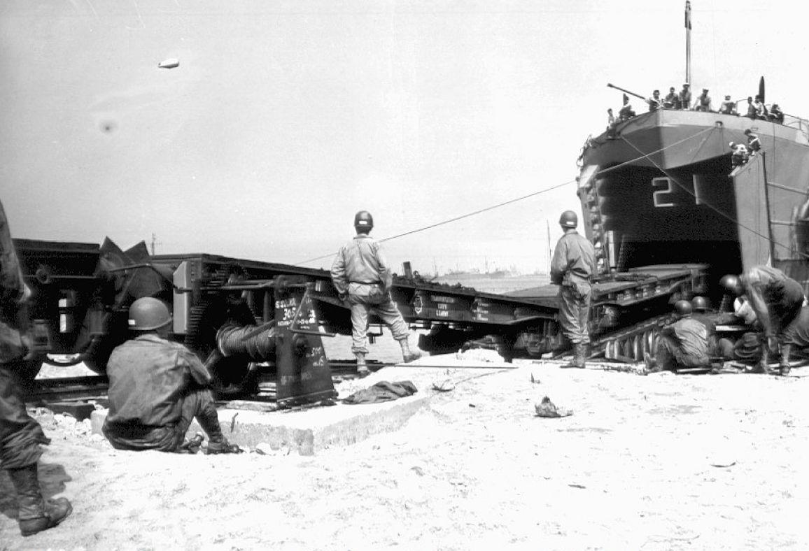 03.desembarco-vehiculos-ferroviarios