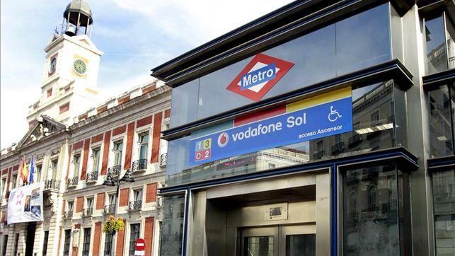 Las estaciones banco de espa a y sol cerradas durante los for Horario bancos madrid