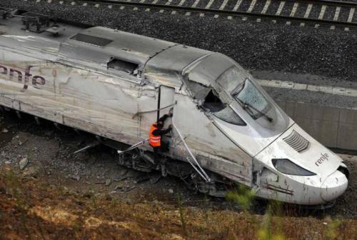 imagen-delantera-del-tren-accidentado