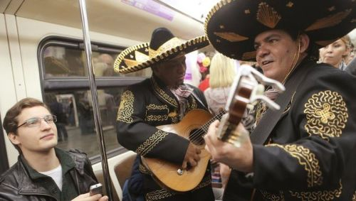metro-moscu-mariachis-octavio-paz