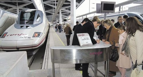 pasajeros-tren-corredor-levante-joaquin-sorolla