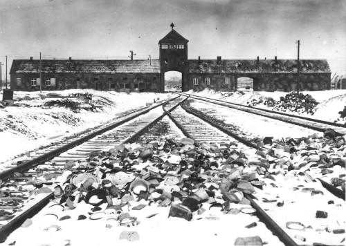vias-campo-exterminio-Auschwitz