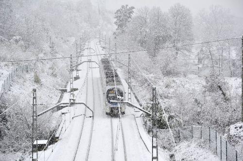 tren en Euba, amorebieta. nieve bizkaia... ignacio perez