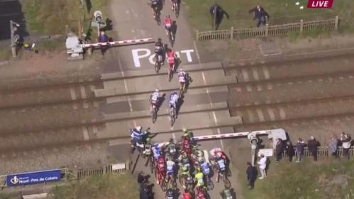 ciclistas-paris-roubaix-paso-nivel-denuncia