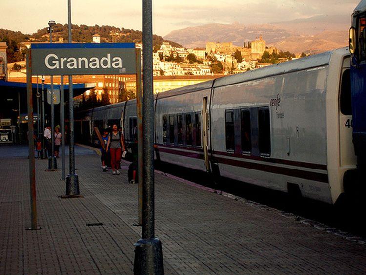 Granada Reclama A Renfe Que Mantenga El Tren Nocturno Con Barcelona Treneando