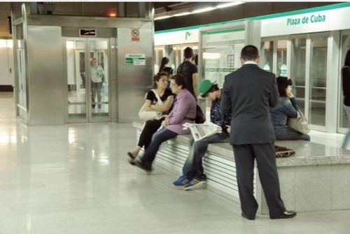 metro-sevilla-viajeros