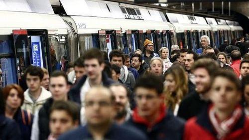 viajeros-metro-madrid--horas-punta