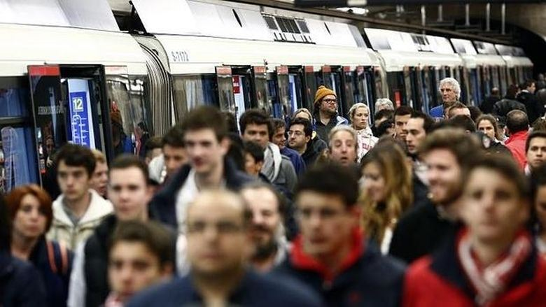 viajeros-metro-madrid-horas-punta2