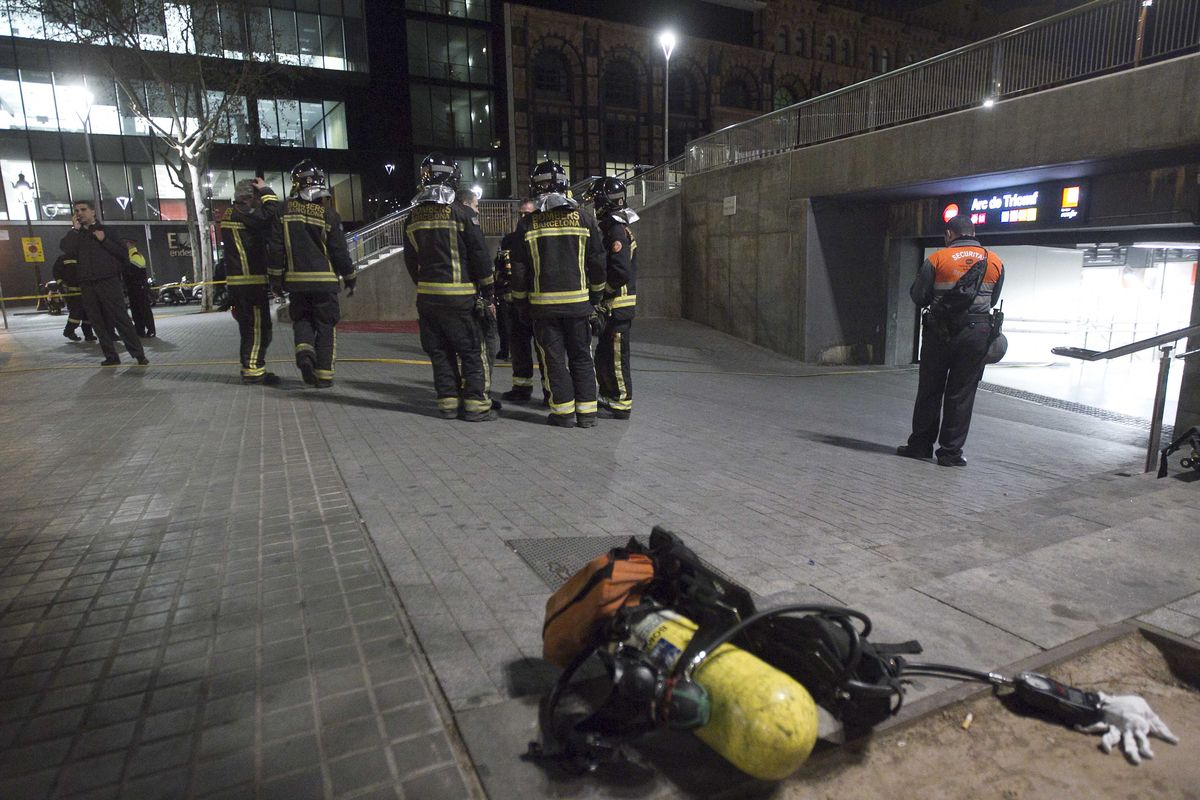 bomberos-incendio-humo-tuneles-renfe