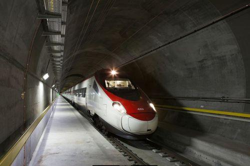 tren-pruebas-tubel-base-san-gotardo-suiza