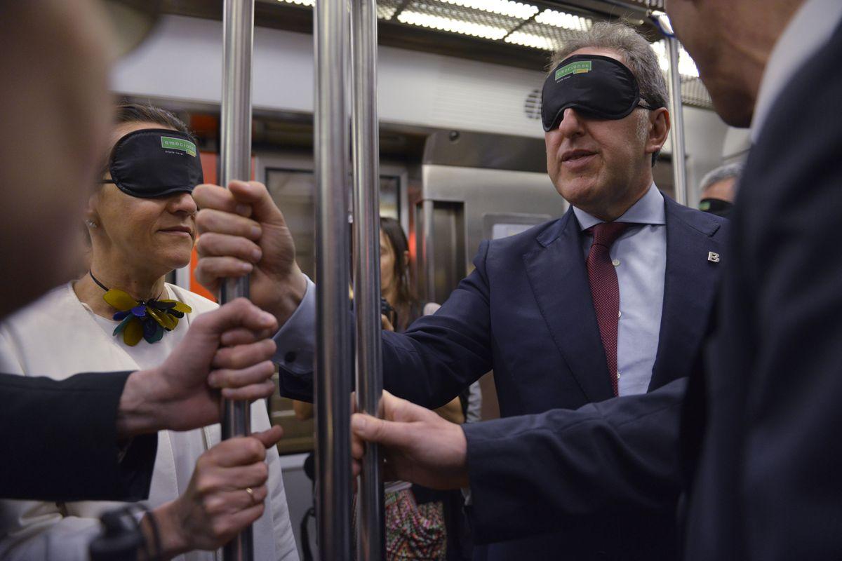 ojos-tapados-autoridades-metro