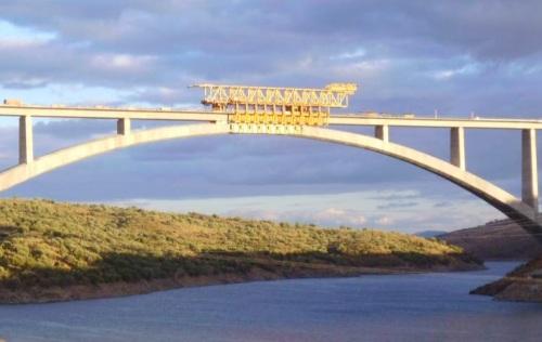 fcc-concluye-el-tablero-del-viaducto-de-almonte