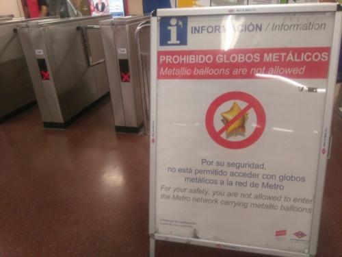 globos-netalicos-acceso-metro-madrid