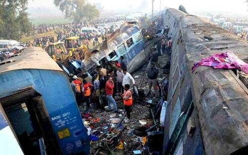 train-crash-indore-patna
