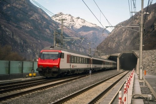 tunnel-gottardo-train