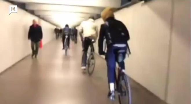 grupo-ciclistas-paseo-gracia