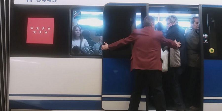 personal-metro-estacion-linea8-madrid