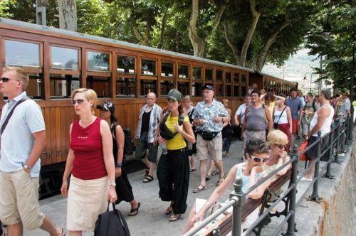 [Imagen: pasajeros-tren-soller.jpg?w=500&h=333]
