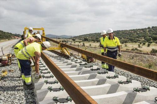 De la Serna se compromote con el tren extremeño