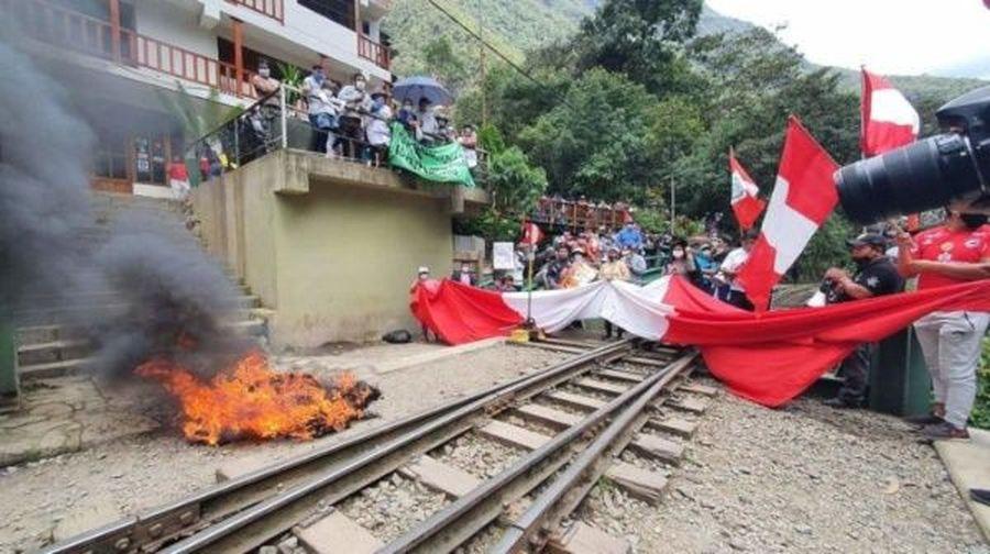 Machu Picchu, cierra por las protestas del precio de los billetes ferroviales